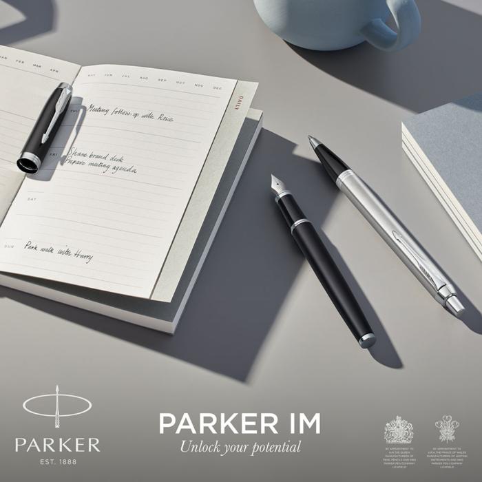 Parker Royal IM Essential Töltőtoll Matte Black Króm klipsz